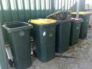 Pojemniki na śmiecie