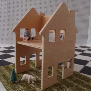 Drewnianye krzesło - domek dla lalek