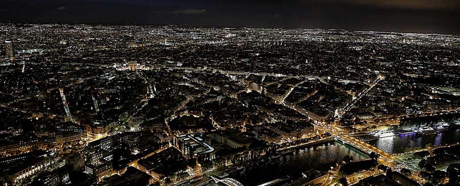 Paryż z nocą
