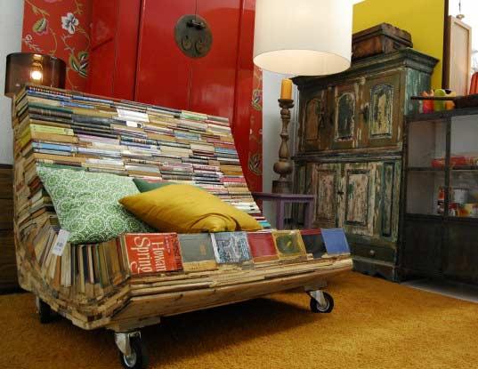 Kanapa z książek