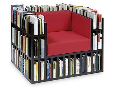 Fotel z książkami