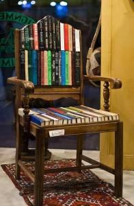 Fotel z książek