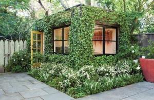 Pawilon w małym ogrodzie