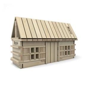Domek z drewnianych klocków
