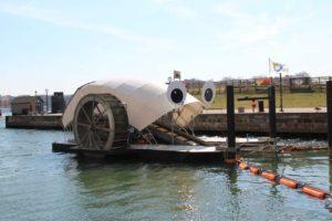 Maszyna zbierająca odpadki z wody w Baltimore
